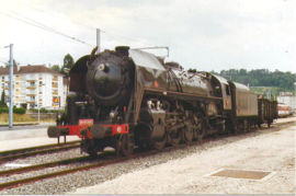 Locomotive 141 R 568 en gare de Lons-le-Saunier (Jura) le 1er aout 1996. Cette locomotive tractait des trains touristiques pour le compte de la CITEV
