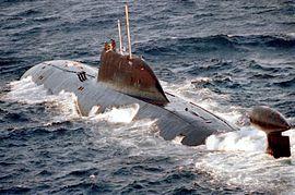 Akula en surface le 1er janvier 1994 en mer Baltique