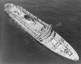 SS Andrea Doria dans la matinée après  sa collision dans l'océan Atlantique, 26 juillet 1956.