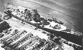Le Jean Bart attaqué par des avions étatsuniens