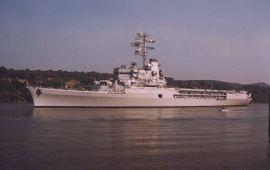 La Jeanne d'Arc descendant la Seine, juillet 1999