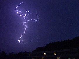 Éclair intra-nuageux au dessus de Toulouse