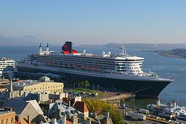 Le Queen Mary 2, l'un des derniers paquebots transatlantiques, fait escale à Québec.