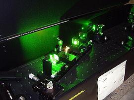 Cristal de titane saphir pompé par un laser vert.
