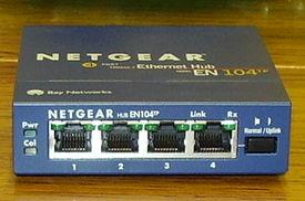 Un hub Ethernet à 4 ports