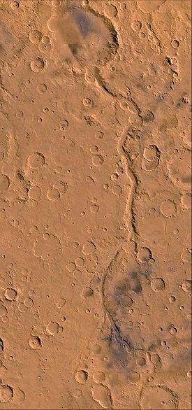 Ma'adim Vallis et le cratère Gusev (en haut)