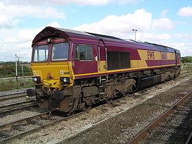 Locomotive n° 66108 à Didcot le 23 août 2004. Ces locomotives tirent la majorité des trains de fret d'EWS