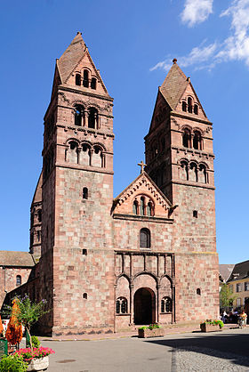 La façade romane de l'église Sainte-Foy