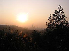 Canton depuis le Baiyun Shan au lever du soleil