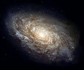 NGC 4414, une galaxie spirale de la constellation Coma Berenices, de 56000 années-lumière de diamètre et située à 60 millions d'années-lumière.