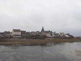 le centre de Roscoff vu de la mer