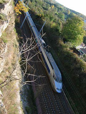 TGV Atlantique en direction de Paris sur ligne classique am�nag�e (Mouthiers-sur-Bo�me, Charente, France)