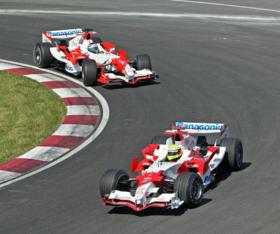 Ralf Schumacher et Jarno Trulli sur Toyota TF106 au Grand Prix automobile du Canada 2006.