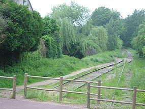 L'ancienne ligne vers Limours, où l'on peut voir les deux voies converger en voie unique.