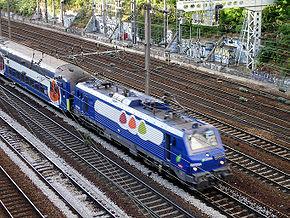 BB 27300 tractant une rame VB 2N Transilien Saint-Lazare dans la tranchée des Batignolles .