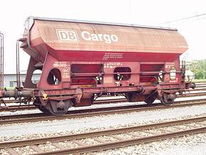 Wagon trémie couvert à deux essieux