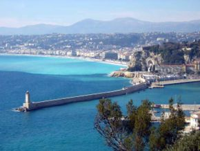 Exemple de côte urbanisée: Nice, France