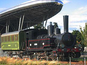 La locomotive n°81 devant la médiathèque Federico Garcia Lorca à Montpellier