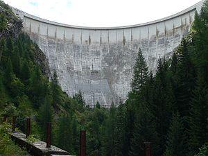 Le barrage de Tignes et la fresque du Géant