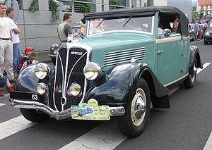 Une voiture Berliet