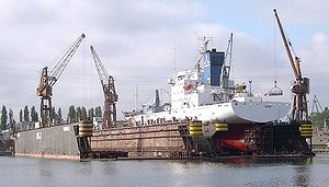 Dock flottant en Pologne servant aux réparations du porte-conteneurs Spirit.
