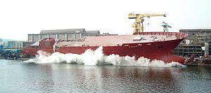 Lancement d'un navire par le côté, à Gdansk, Pologne.