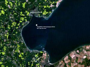 Baie de Lübeck, à trois kilomètres de Neustadt (en haut à gauche): Position du Cap Arcona au moment de son naufrage