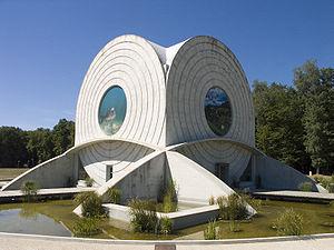 Bâtiment futuriste selon les plans exacts de Claude Nicolas Ledoux