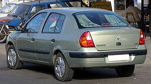Une Clio II 4 portes tunisienne à Houmt-Souk