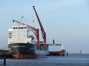 Grues sur le côté d'une capacité de 60 tonnes, sur le Sloman Provider de 8 200 tonnes