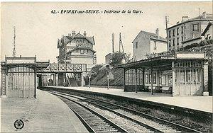 Les quais de la Gare d'Épinay-sur-Seine au début du XXesiècle. Sur le second pont passe la ligne de Grande Ceinture (Future Tangentielle Nord)