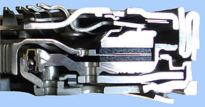 Demi-coupe d'un embrayage monodisque à diaphragme d'automobile