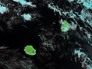 Photo de la Réunion et de l'île Maurice prise de l'espace par la NASA en janvier 2002.