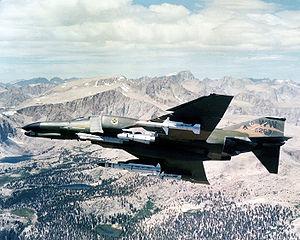 F-4G Phantom II wild weasel de l'USAF en 1981 avec une panoplie de missiles air-sol