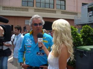 Flavio Briatore interviewé par Carolina Gynning au Grand Prix de Monaco de 2006.