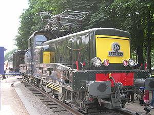 La BB 12125 aux Champs-Élysées en juillet 2003.