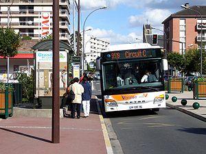 Franconville - Rue du General-Leclerc - Bus 95-19.jpg