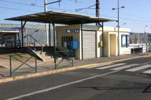 Le guichet de la gare