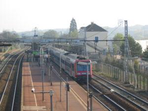 Une rame Z 20500 en gare, en partance pour Melun.