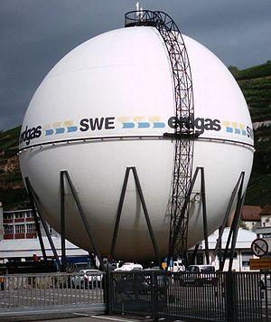 une sphère de stockage de gaz naturel