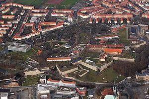 Vauban a inspiré le plan de nombreuses citadelles construites au 18ème et au début du 19ème siècle, avant les progrès de l'artillerie et le développement de l'aviation.