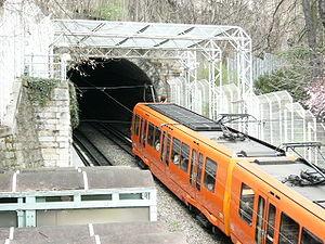 Le métro à cremaillère à la station Croix-Paquet.