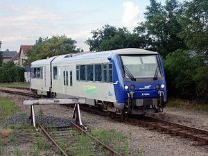 Le X 74504 quitte Salbris (27/07/2004).