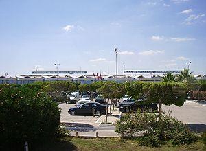Parking de l'aéroport de Monastir Habib-Bourguiba (juillet 2007)