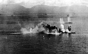 Le Musashi essuyant une attaque à la bataille de Sibuyan le 24 octobre 1944.