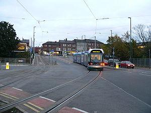 Le réseau du Nottingham Express Transit utilise du courant continu 750 V alimenté par caténaire, comme la plupart des tramways modernes