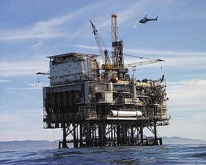 plate-forme pétrolière: un des symboles de cette puissante industrie