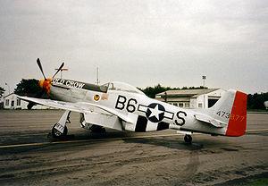 Un P-51D avec l'extension de dérive