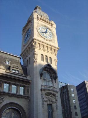 Le beffroi de la gare de Lyon, appellé Tour de l'Horloge.