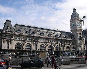 La façade principale et la tour de l'horloge (juillet 2005)